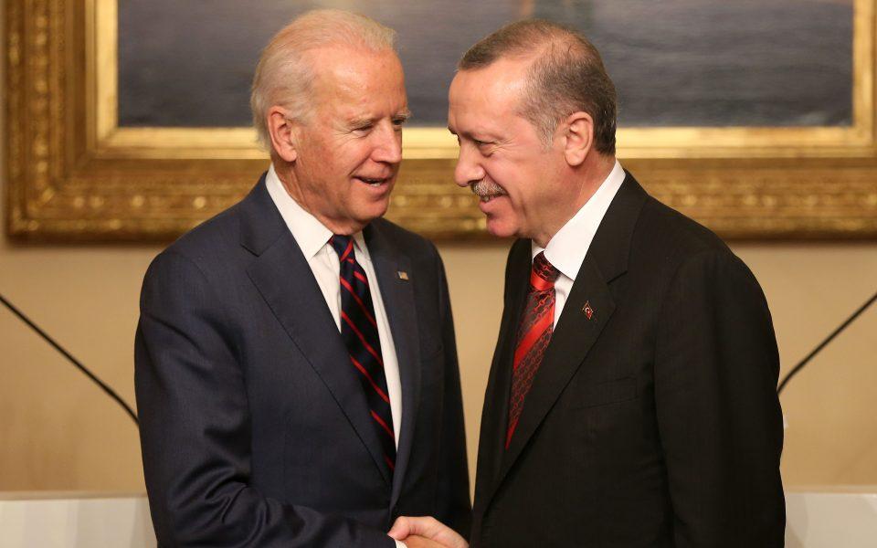 Μην τρώμε πολιτικό «κουτόχορτο». Ο Μπάϊντεν είναι υπέρ της Τουρκίας και όχι υπέρ ημών