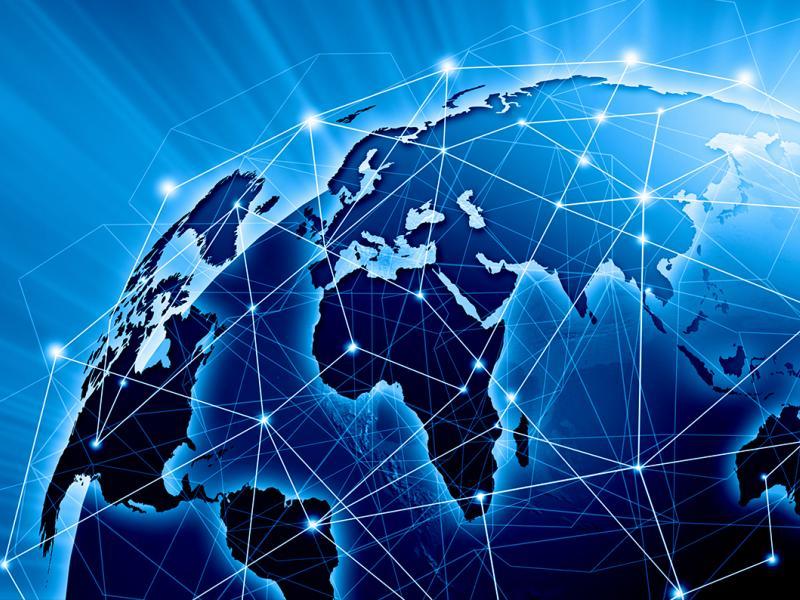 Το διαδίκτυο πρέπει να περάσει στην ιδιοκτησία των λαών